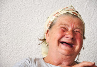 Iloinen vanhus